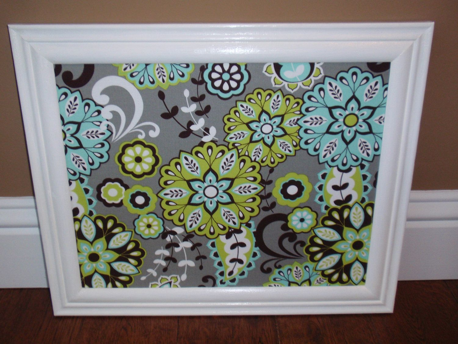 Magnetic craft board - Framed Magnetic Board Grey Fabric With Limegreen Turquoise Flowers In Glossy White Frame With Four