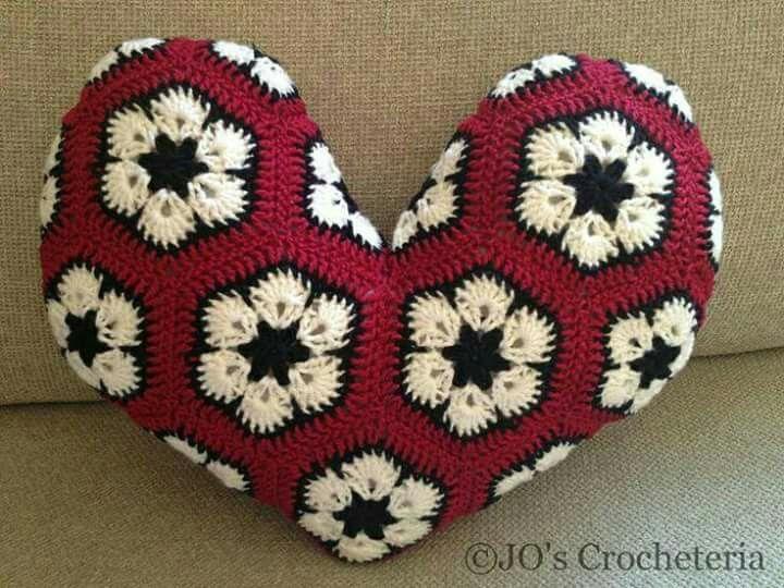 Hexagon patterm   cushion cover   Pinterest   Araña, Pequeños y ...