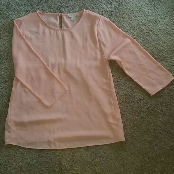 Peach color,size XS baby doll top w/3 qtr sleeves XS size top by GB. Polyester material excellent condition Gianni Bini Tops Blouses