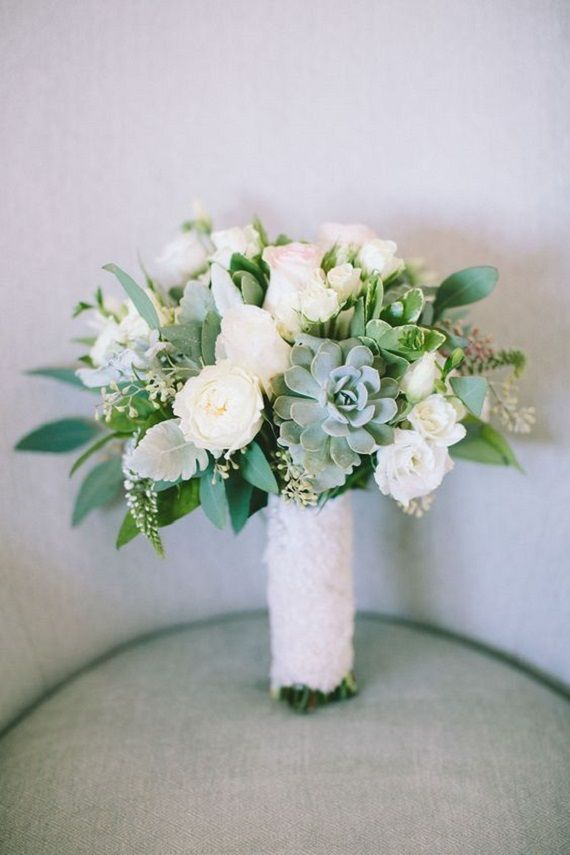 Pretty White Wedding Bouquet with Succulents #weddingbouquet #whitebouquet #bouquet #succulentbouquet