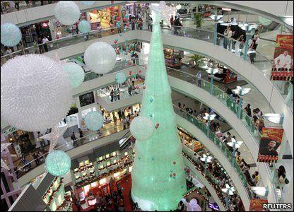 Plastic Bottle Christmas Tree In Jakarta In Indonesia 29 000 Plastic Bottles Cool Christmas Trees Xmas Tree Christmas Tree