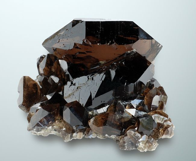 Smoky quartz gets its black or, in this case, brown color from elemental silicon suspended in the SiO2 crystals. The elemental silicon is formed when the stone is exposed to radiation, either natural or man-made.