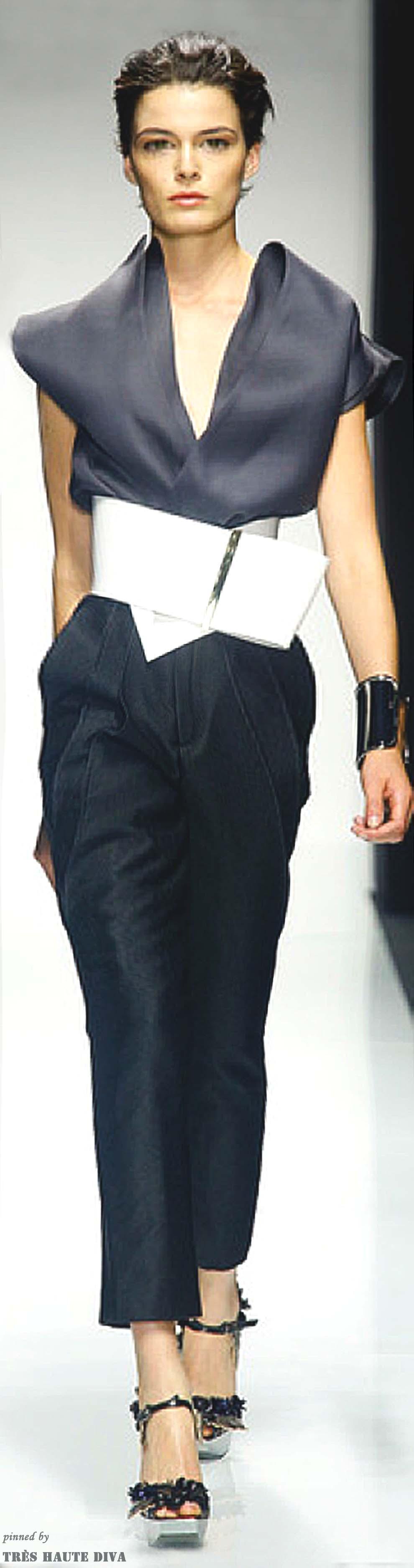pin de krizia galvan en runway pinterest blusas finas