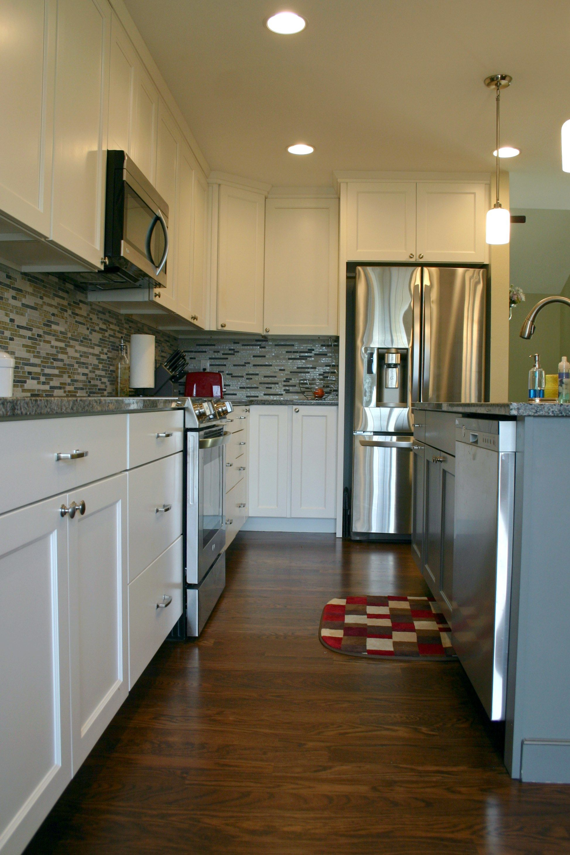 Bkc Kitchen And Bath Kitchen Remodel Mid Continent Cabinetry Parker Door Style White Paint On Maple Island Flint Kitchen And Bath Kitchen Kitchen Remodel