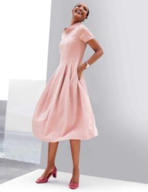 schwungvolles kleid mit halbarm puderrose rosa  madeleine mode  bodenlange kleider rosarote