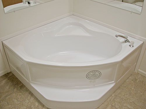 Anderson Gallery Factory Expo Home Centers   Mobile/RV corner tub