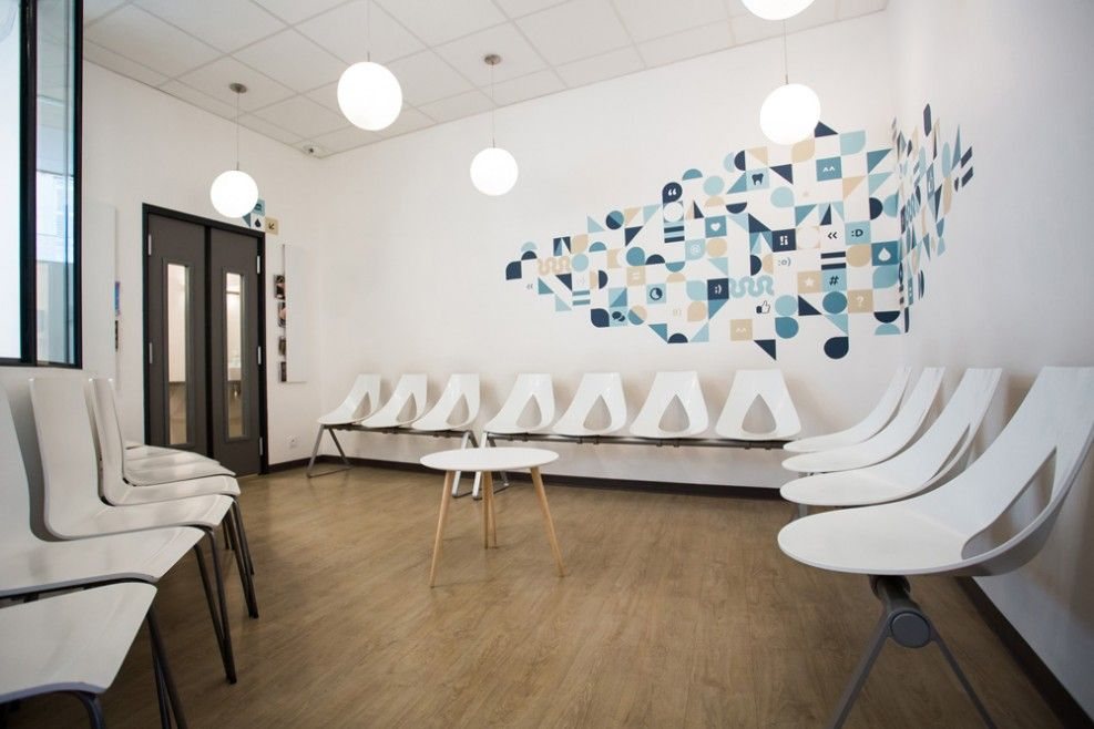 La salle dattente reception dental pinterest waiting rooms bureaus and spaces