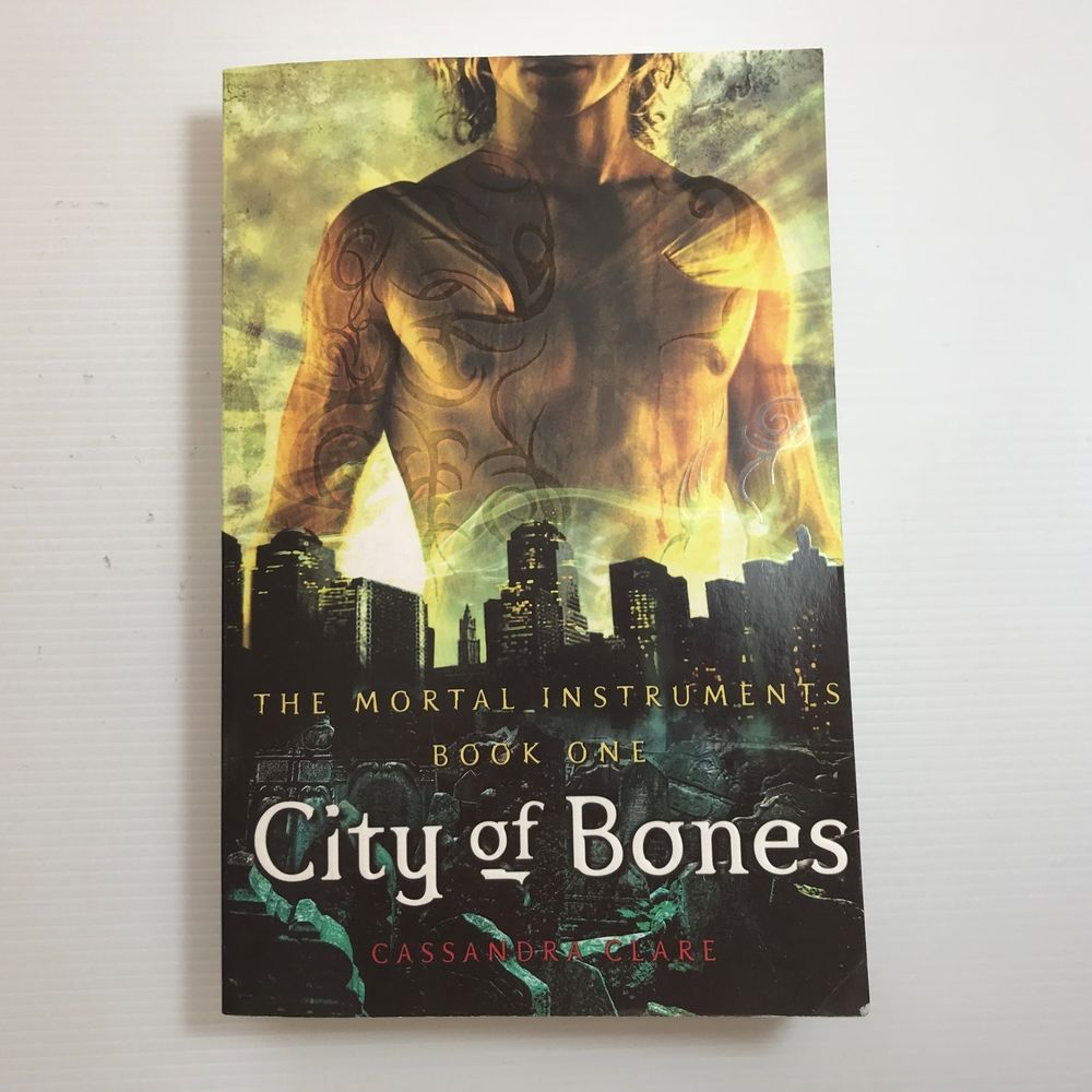 City Of Bones By Cassandra Clare Paperback Softback 2008 In