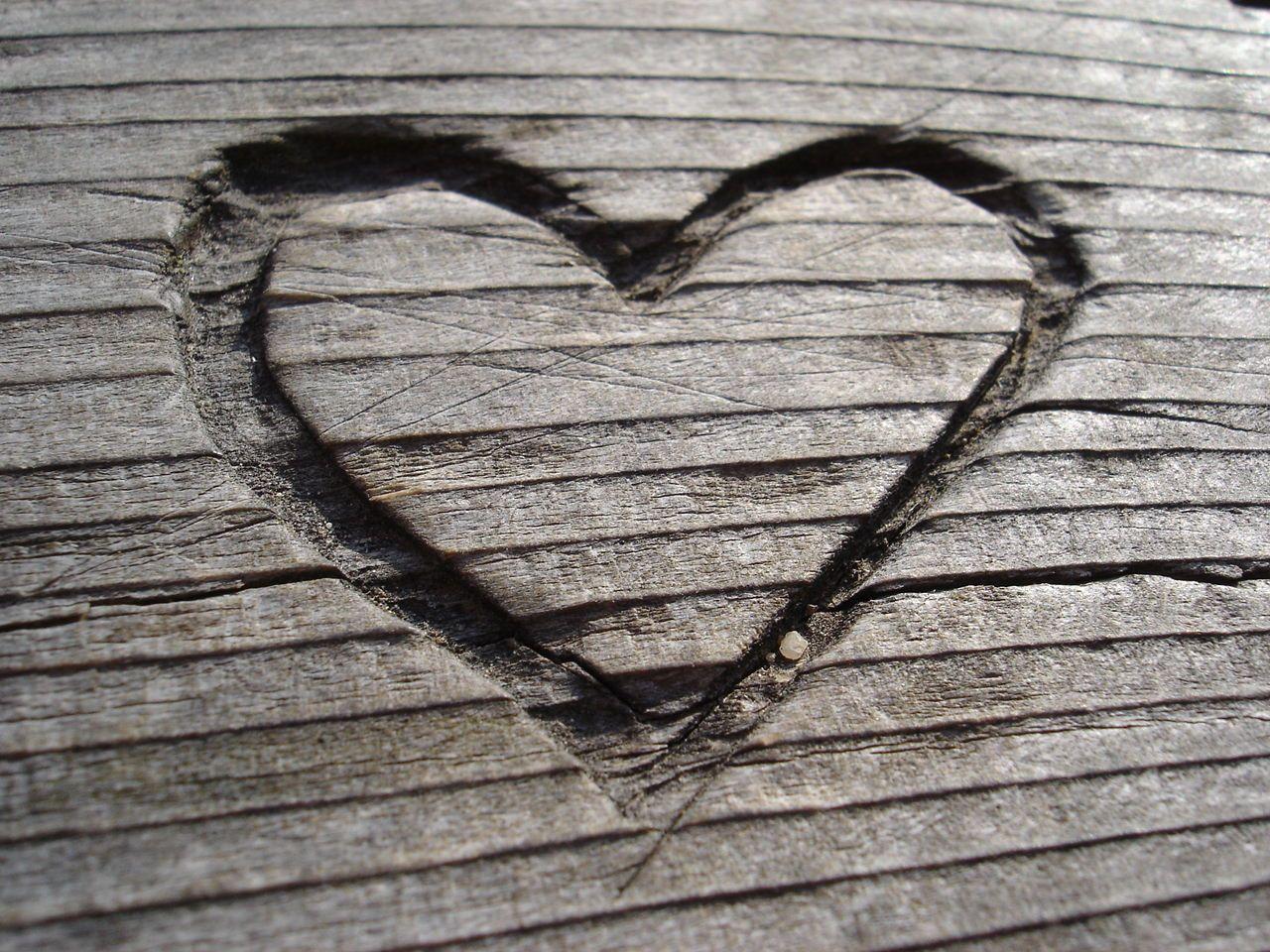 have a heart hearts herzen in jeder form pinterest holz schnitzen schnitzen und herzchen. Black Bedroom Furniture Sets. Home Design Ideas