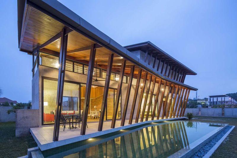 Mélange de béton, bois et briques pour une maison imposante en