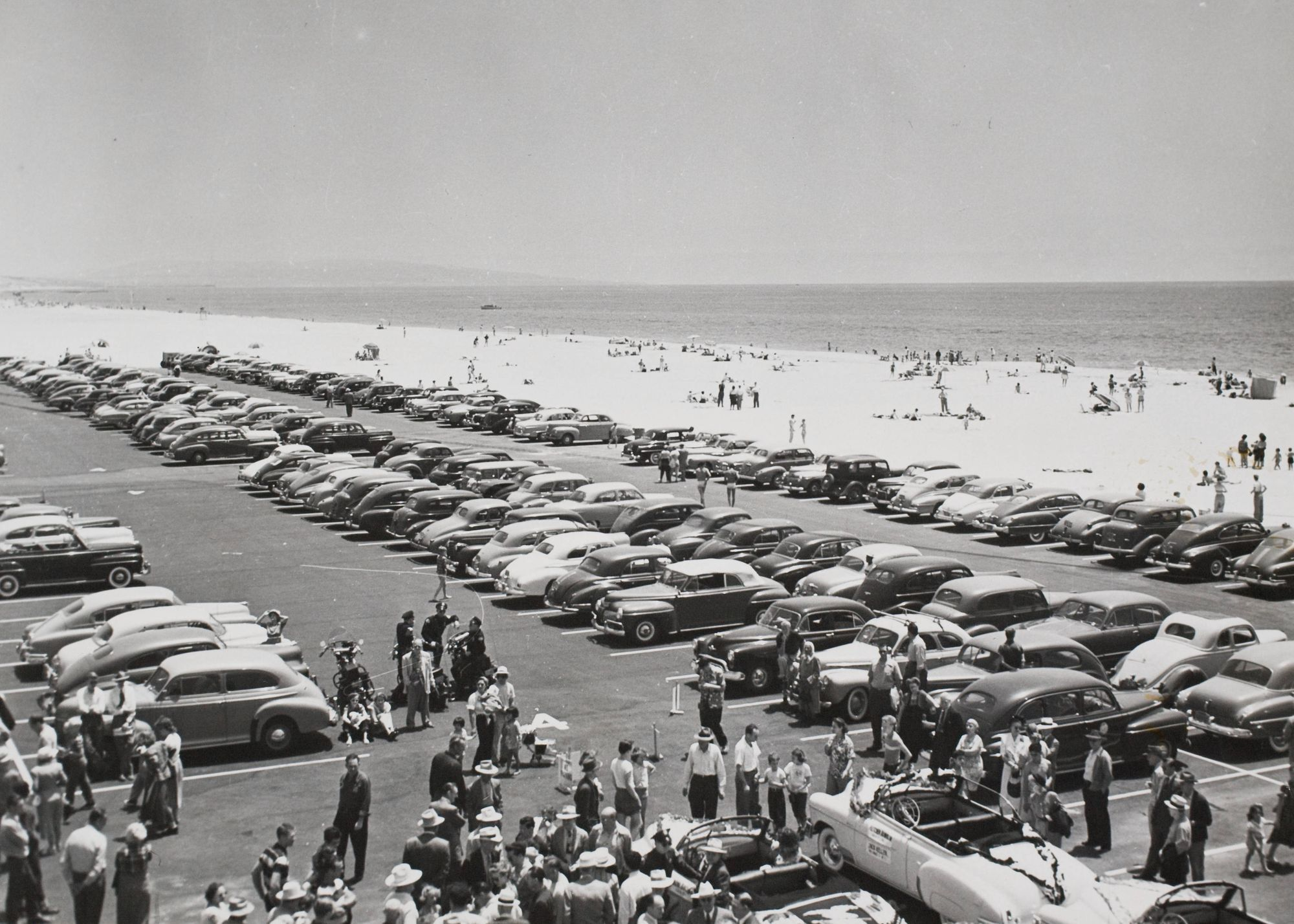 Venice los angeles california 1952 vintage cars lined up at venice beach california in