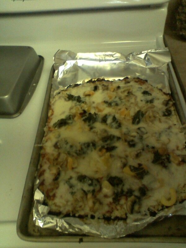 Cauliflower pizza w. Caramelized onions, kale and peppers. I made this. #eat #your #heart out.