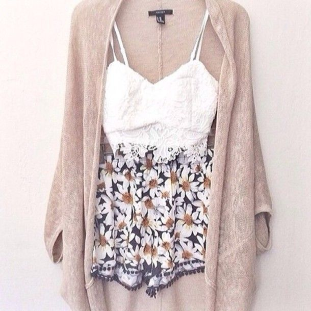Pretty outfit. White lace top, floral shorts and a beige cardigan ...