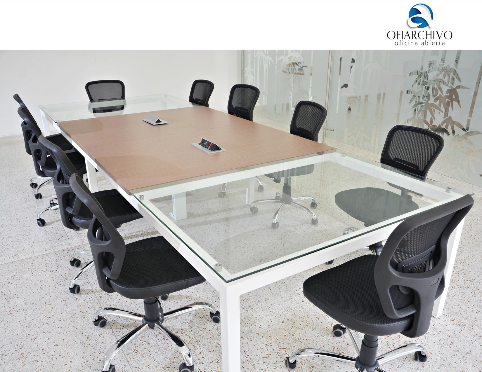 Mesa de juntas rectangular con vidrio y enchapada en for Mesa para 10 personas