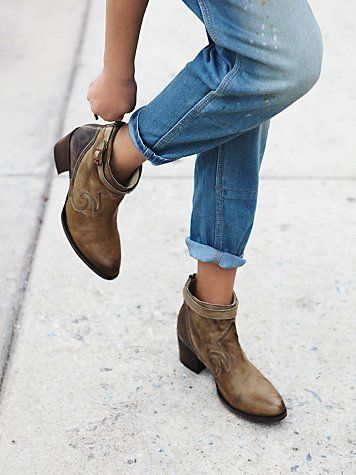 Faber Ankle Boot Distressed Leather Western Ankle Boots