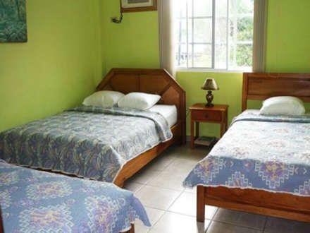 Desde $61 por Estadía de 1 noche para hasta 3 personas en habitación con balcón privado y vista al mar + Desayuno para 2 personas - Gustazos