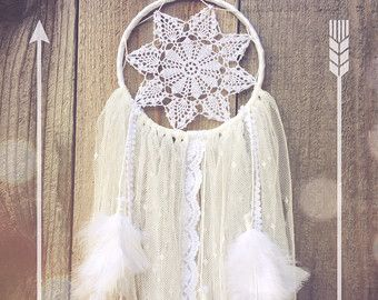 Sweet Dreams Collection // White Shabby Chic Boho Hippie Gypsy Lace Crochet Doily Feather Dreamcatcher // Baby Nursery Decor // Home Decor