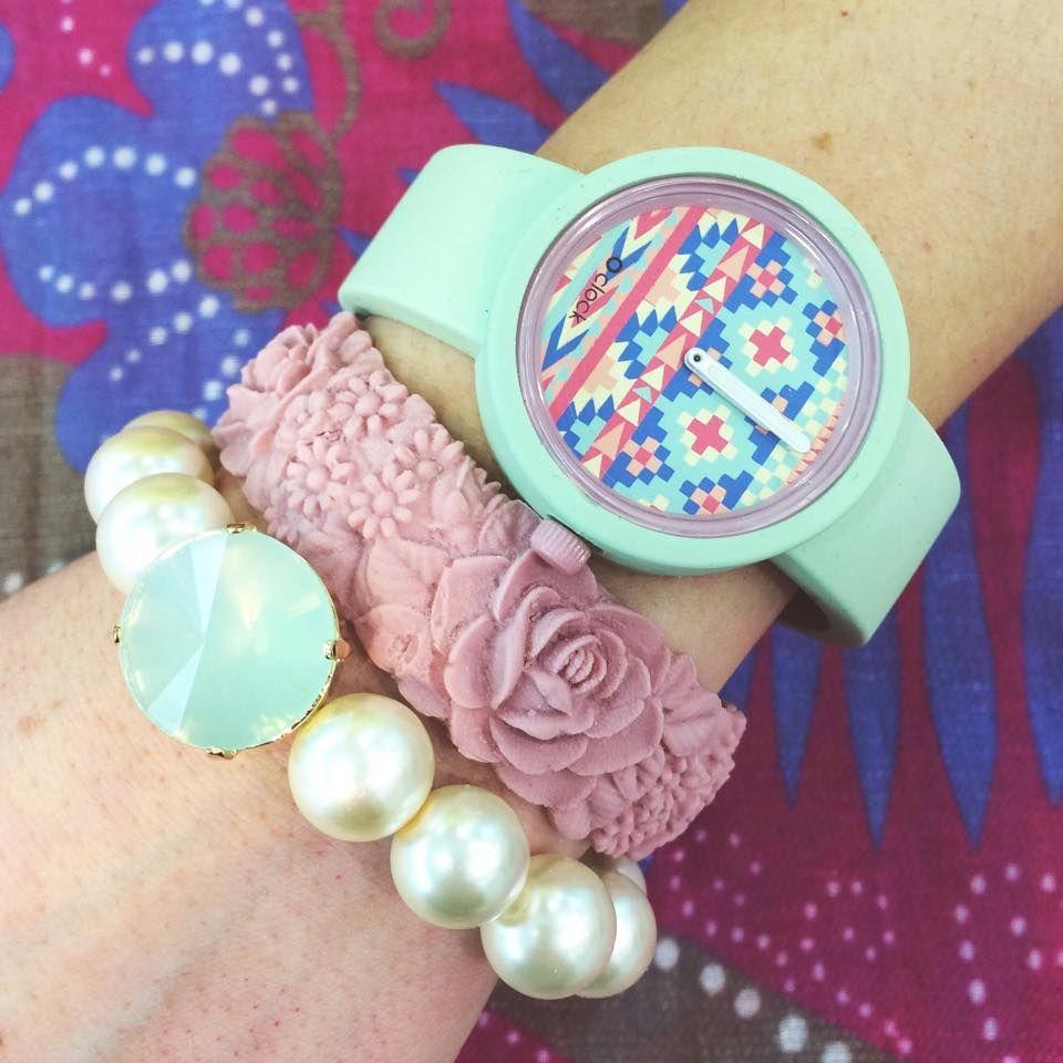Spring Armparty! Bracciale perle €23 Flower bracelet €12 Oclock €24 #manlioboutique Per spedizioni WhatsApp 329.0010906 #flowerbracelet #bracelet #bracciale #bijoux #fullspot #pink #oclock #watches #orologi