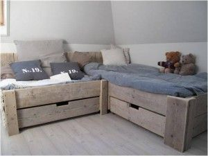 Een waanzinig mooi bed voor in de slaapkamer van de kids vol heerlijke kussens een echt for Moderne meid slaapkamer