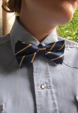 Blue en Yellow Preppy Bow Tie