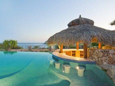 Palapa:  construcción rústica que consiste en un techo de hojas secas de palma a manera de sombrilla