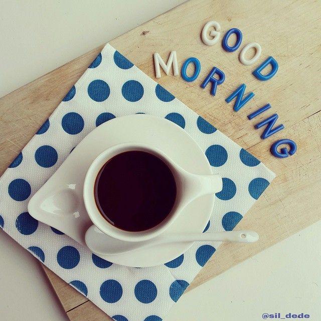 Qui c'è della voglia di blu repressa... #breakfast #womoms_breakfast #photobreakfast #colazioneitaliana #colazionetime #snap_ish #photobreakfast #moka_lovers #coffeelover #caffè #1_cafe #unatazzadicaffe #IgCoffee #coffeesesh #coffeegram #breakfastistheway #ilcolazionista #acolazionenonsiparla #cafecominstagram  #february #goodmorning #onthetable