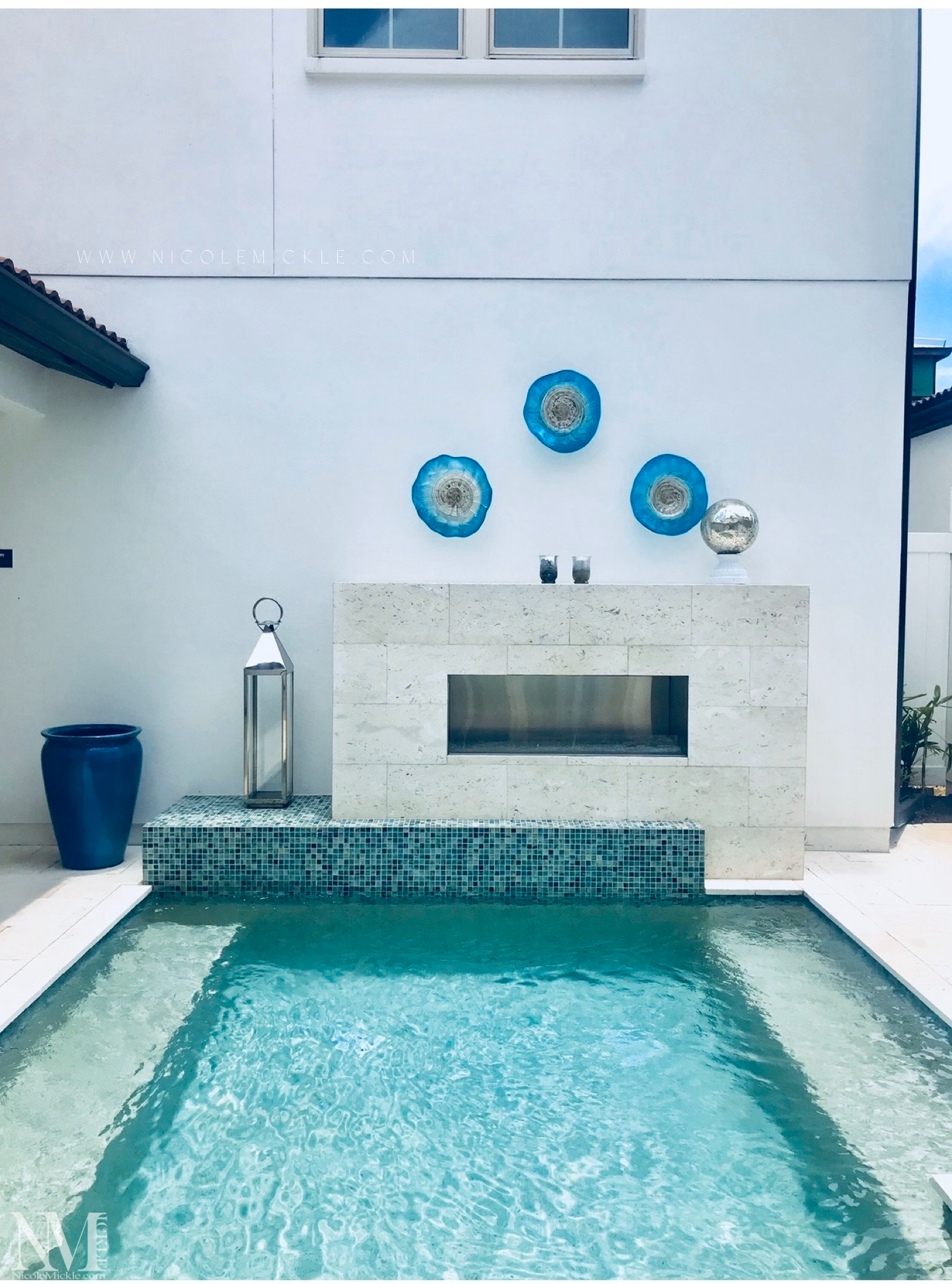 Luxury pool design can be found in small spaces too! Sharing this Winter Garden townhome with connecting in law suite above the garage.  Sharing more pool design in this post! 💦 #luxurypools #FloridaLiving