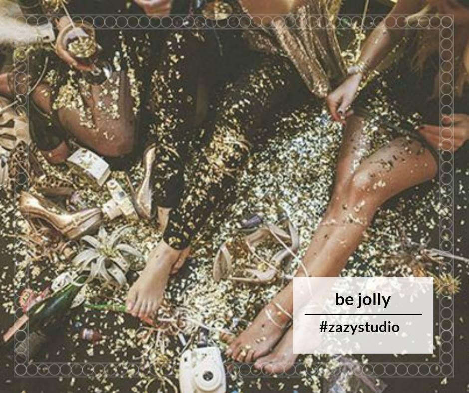 """Zâmbește. Povestește cu prietenele. Be jolly! Be ZAZY! Alege pachetul """"Be jolly"""" și primești manichiura semipermanentă, pedichiură clasică cu masaj inclus, bineînțeles, la un preț frumos de 70 de lei, în loc de 90 de lei.  Detalii și programări: 0720.307.202 #zzazystudio #bejolly #decembrie #cluj"""