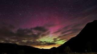 Spectacular Northern Lights illuminate sky over UK - BBC News