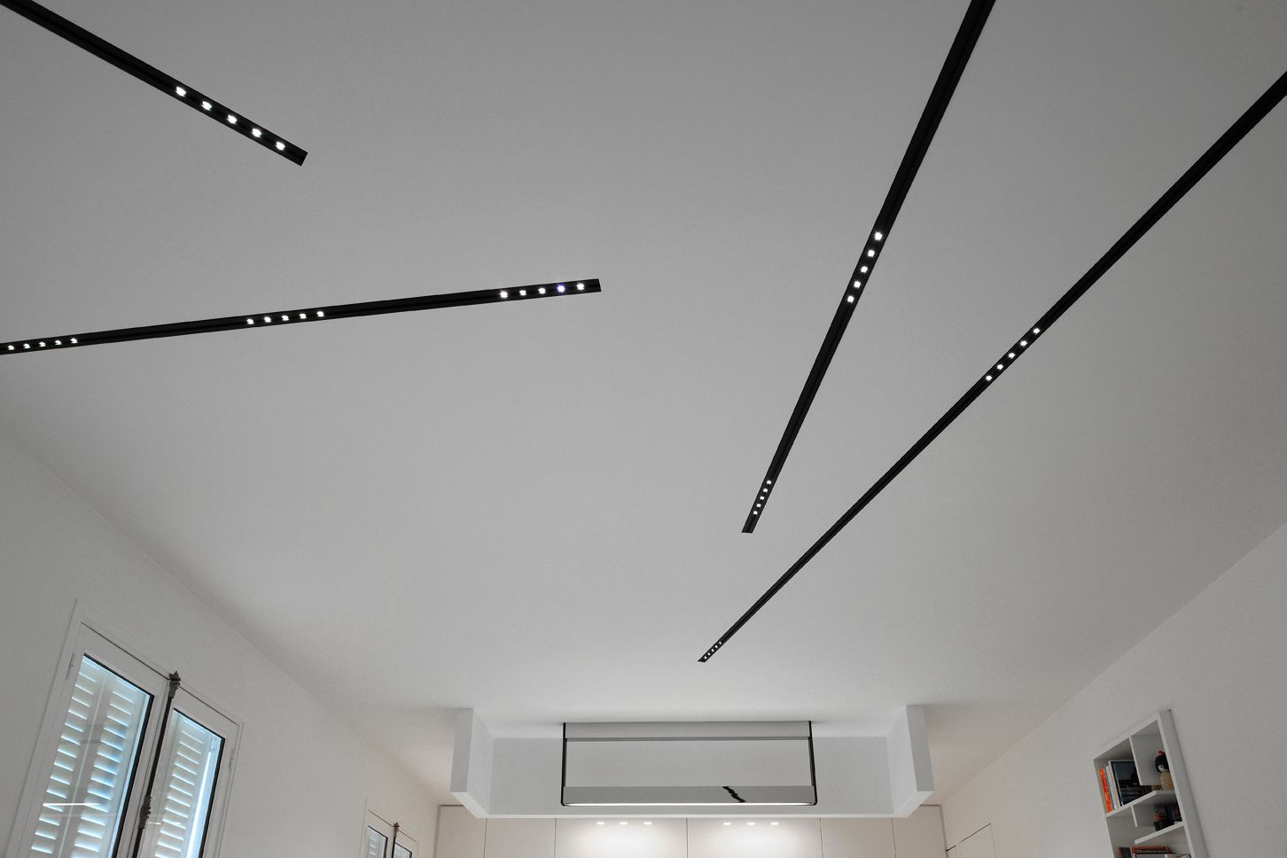 Living room lit with nuit profiles c 01 ceiling for Kreon lampen