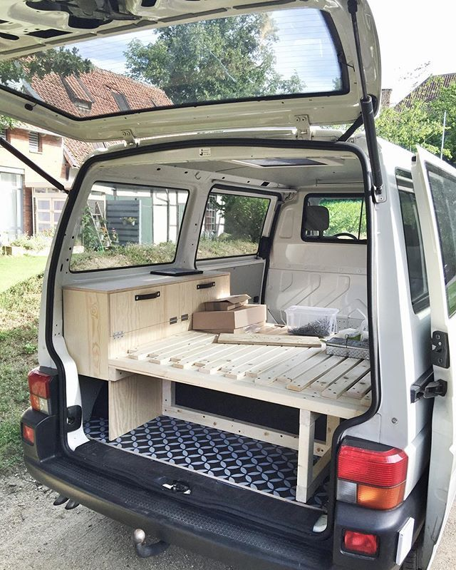 raumkunstbus caddy vw bus ausbau campingbus und vw bus. Black Bedroom Furniture Sets. Home Design Ideas