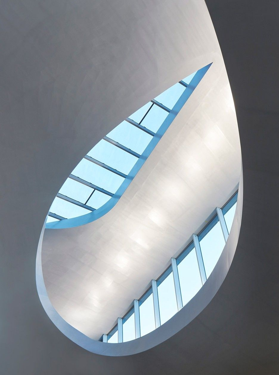 Arnhem Station by UNStudio is intended to resemble a Klein Bottle – a three-dimensional shape that merges two Möbius strips together