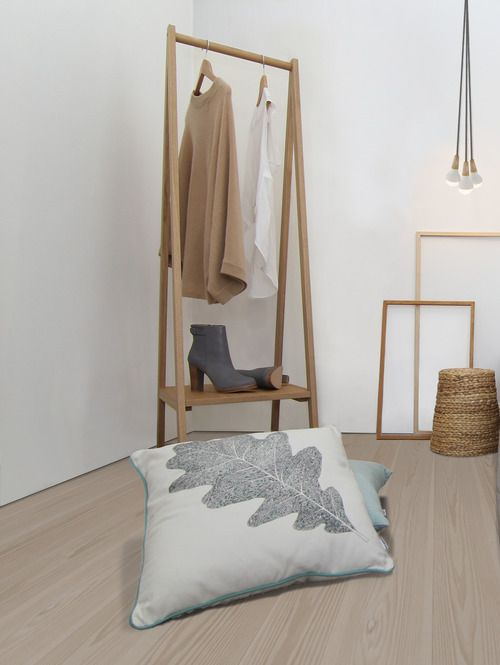 solid ash coat stand from muji find more cool coat stands here timber. Black Bedroom Furniture Sets. Home Design Ideas