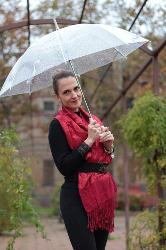 Margaret Dallospedale, Maggie Dallospedlae fashion diary, Fashion blog, Fashion blogger,  fashion tips, how to wear, Outfits, OOTD, Fall outfit, Black and Red for rain, 013 Rainy outfit
