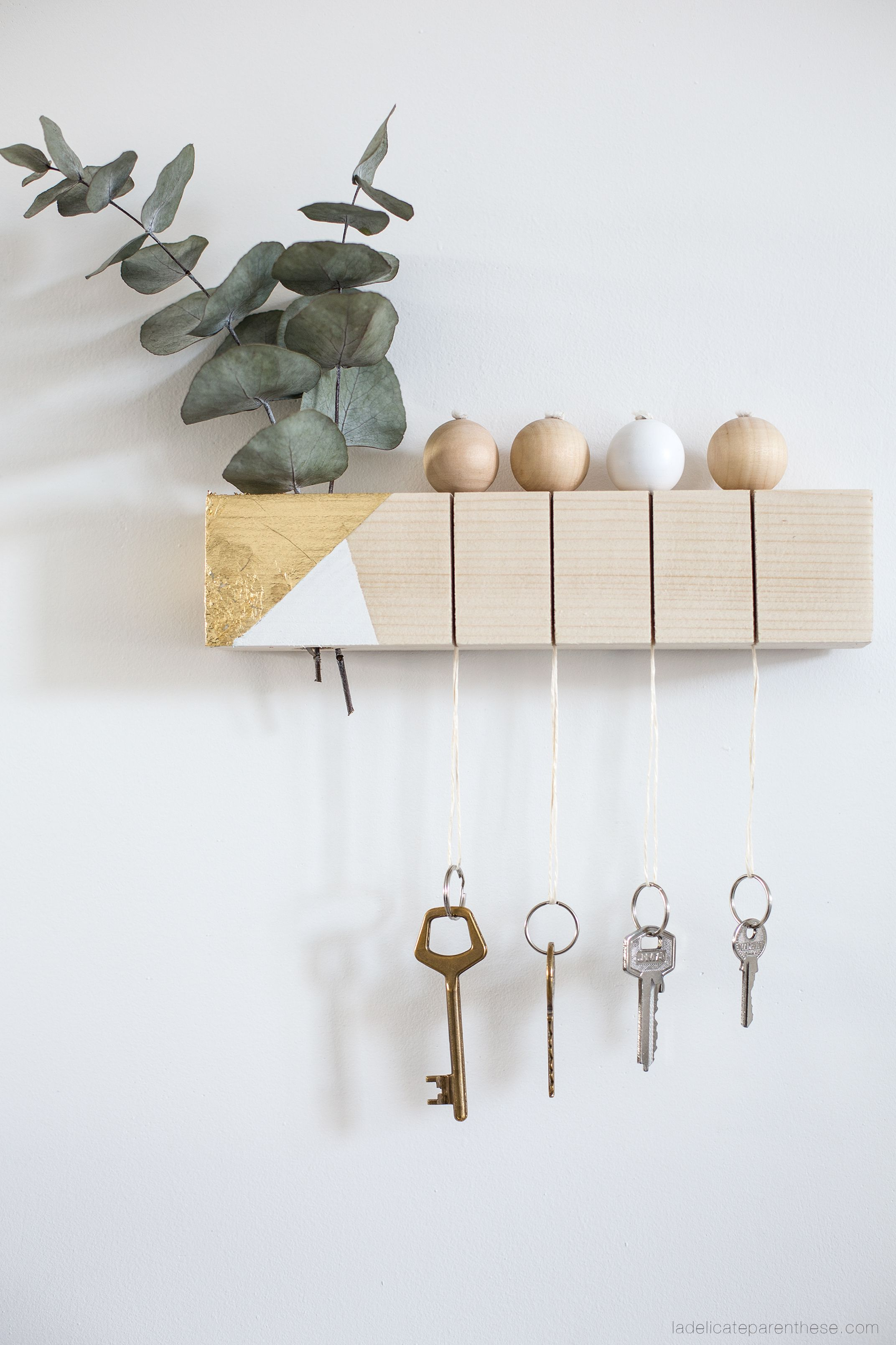 diy un tasseau de bois recycl en porte clef pur. Black Bedroom Furniture Sets. Home Design Ideas