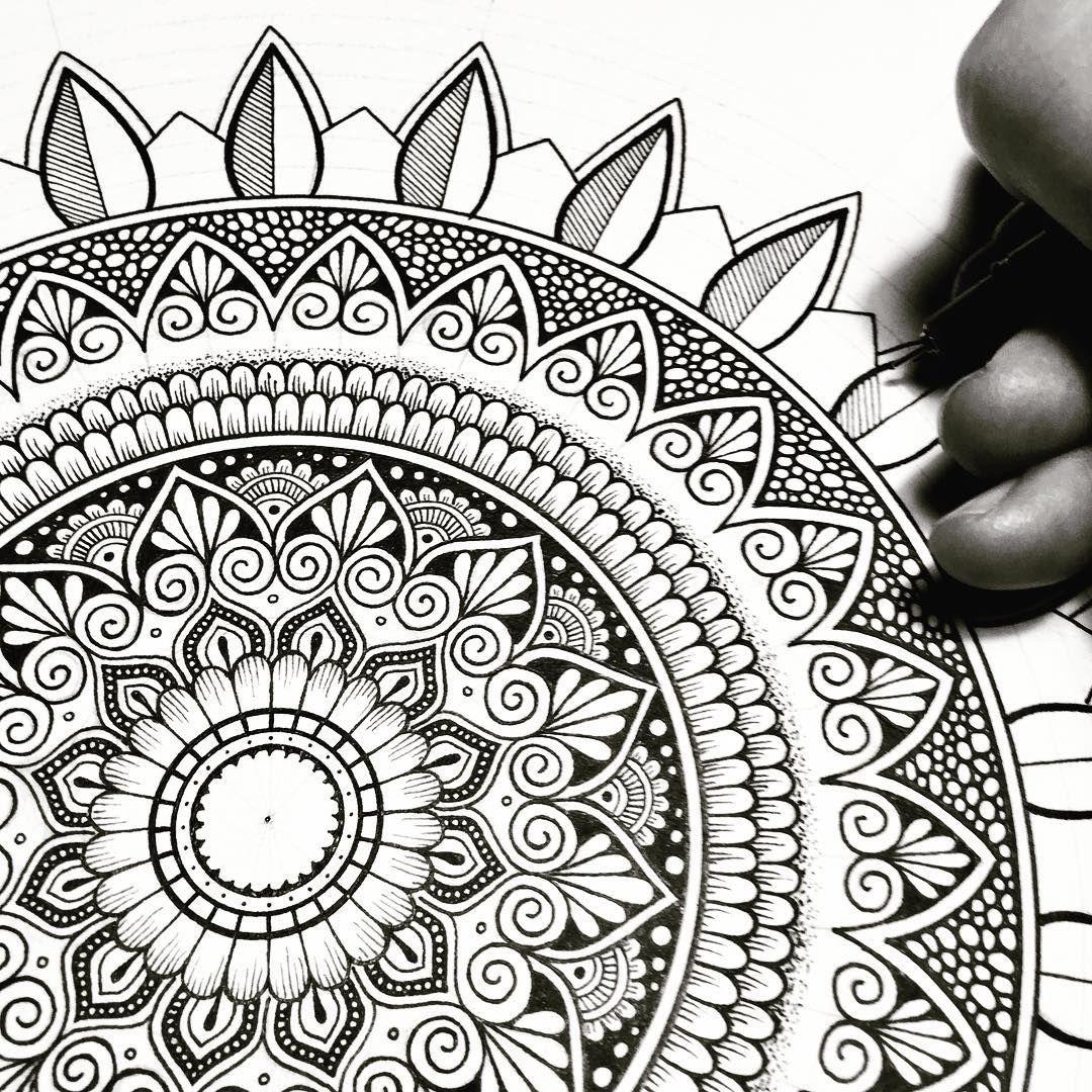 550 Likes 10 Comments Mike Pethig Macromicroart On Instagram Workinprogress Mandala Mandala Design Art Mandala Drawing Mandala Art