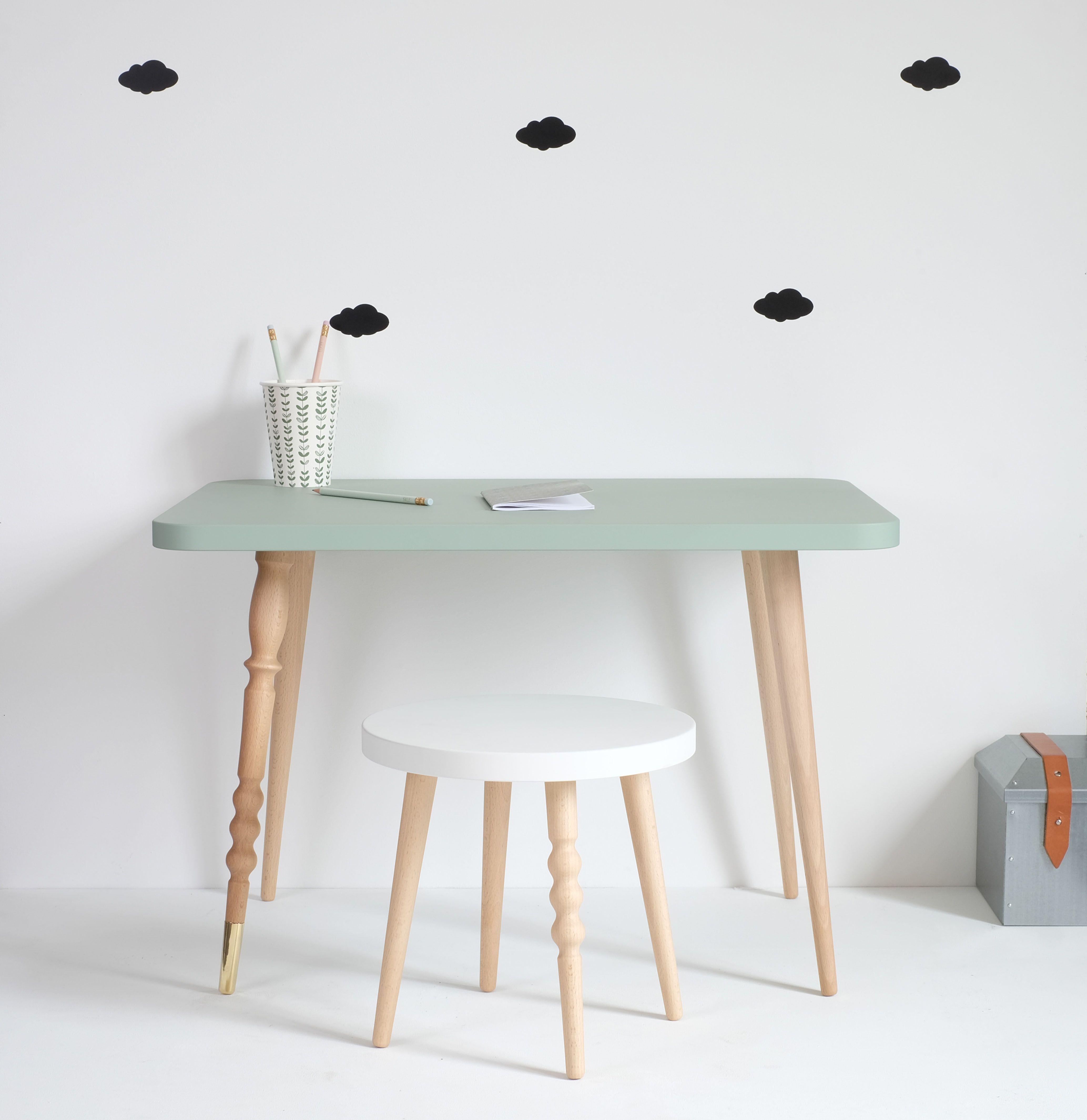bureau pour enfant avec une table basse rectangle en hetre coloris vert celadon pouvant decorer une chambre bureau enfant decoration chambre ado table basse