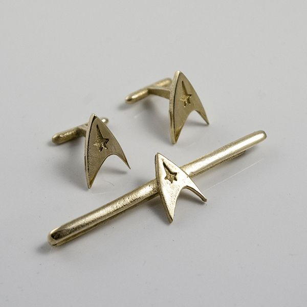 Star Trek's Starfleet tieclip and cuff links http://www.thelittlesaintstore.com/lang/223-star-trek-set.html?utm_source=pinterest&utm_medium=contextual&utm_term=startrek&utm_content=set&utm_campaign=refresh