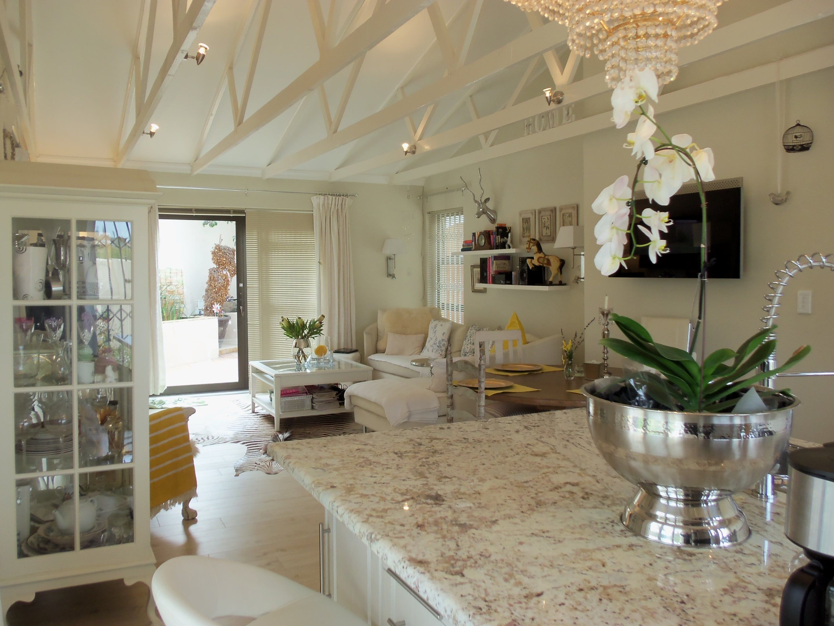 Stunning bed home for sale in the heart of the winelands de bron