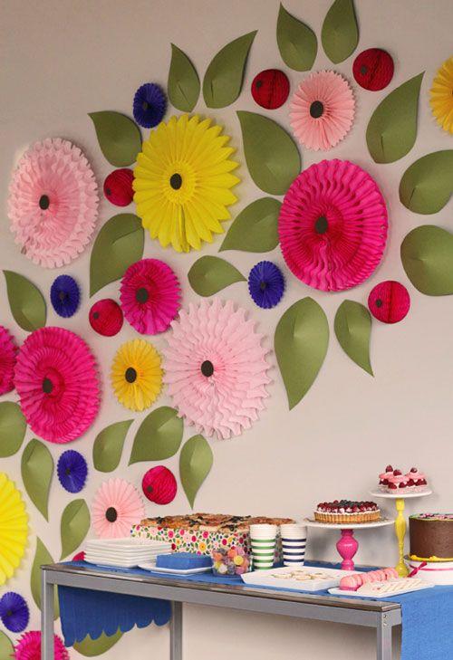 Decoraci n primaveral flores de papel elementos for Puertas decoradas con flores de papel