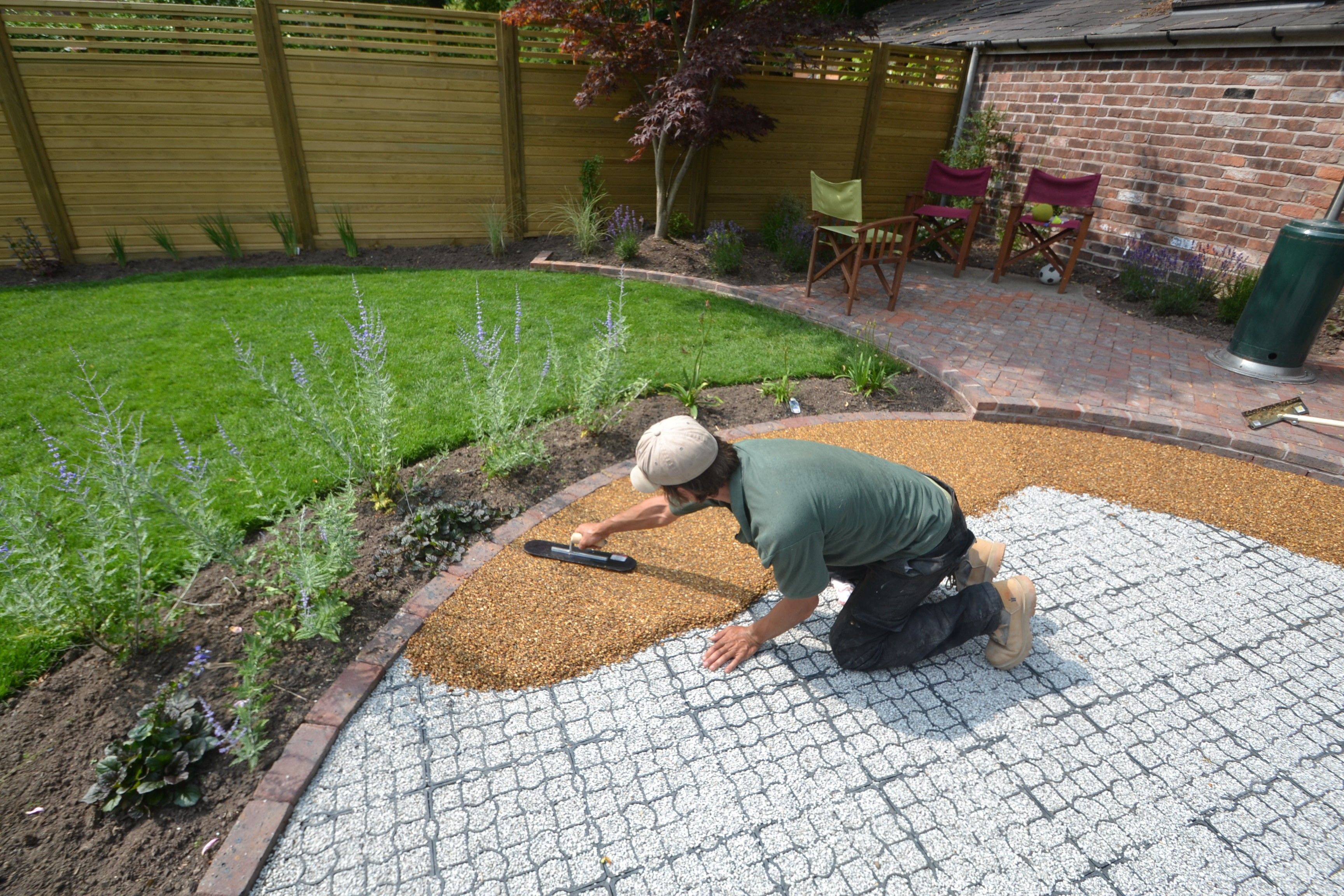 fantastic patio in wilmslow using resin bound gravel by creative gardens and driveways serving the whole of cheshire contact 0161 439 4858 - Garden Design Gravel Patio