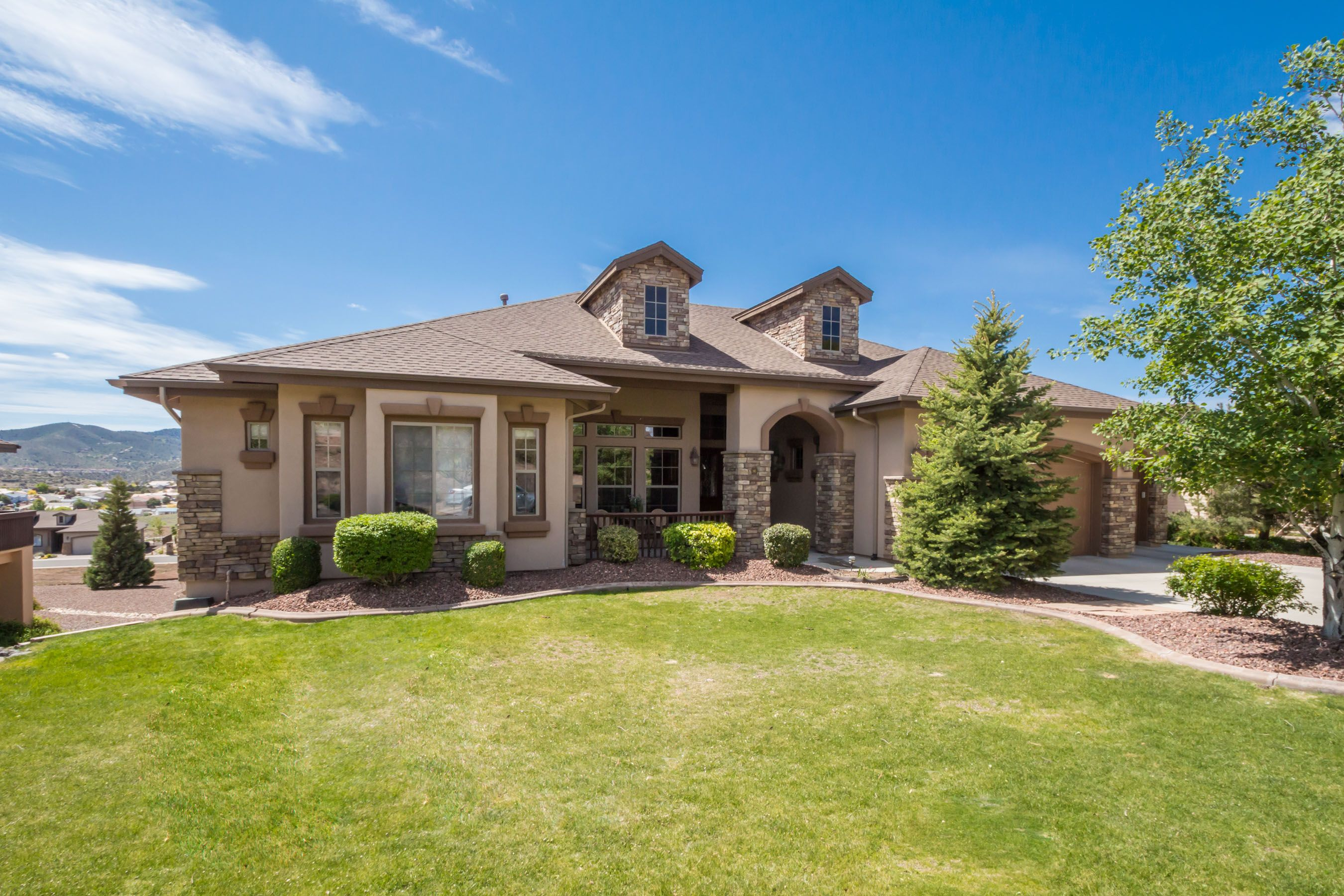 Prescott Estates home with views featuring live on one