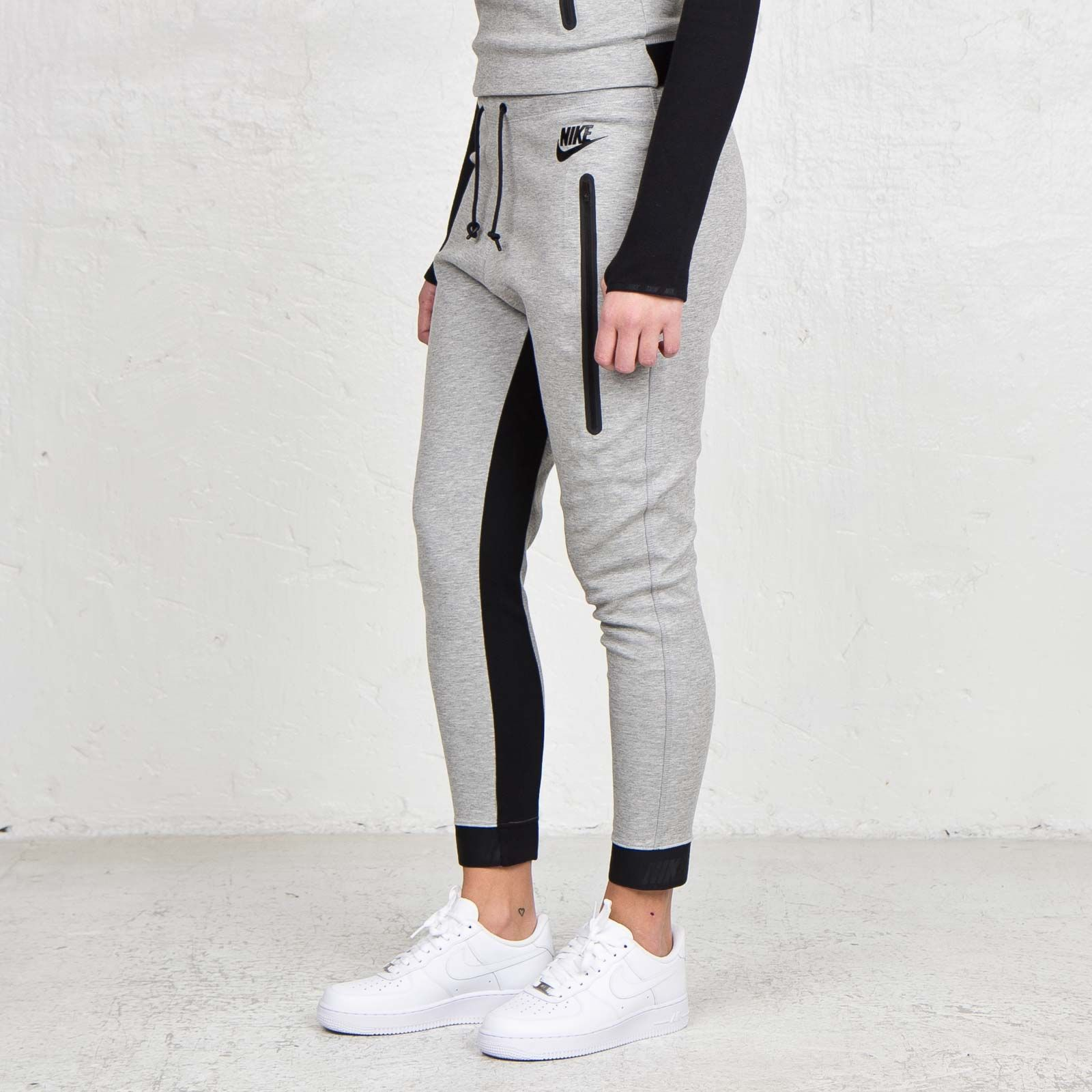 a6a237e2775f NIKE AIR FORCE 1 S WHITE LEATHER WOMEN S + NIKE TRACK SUIT ...