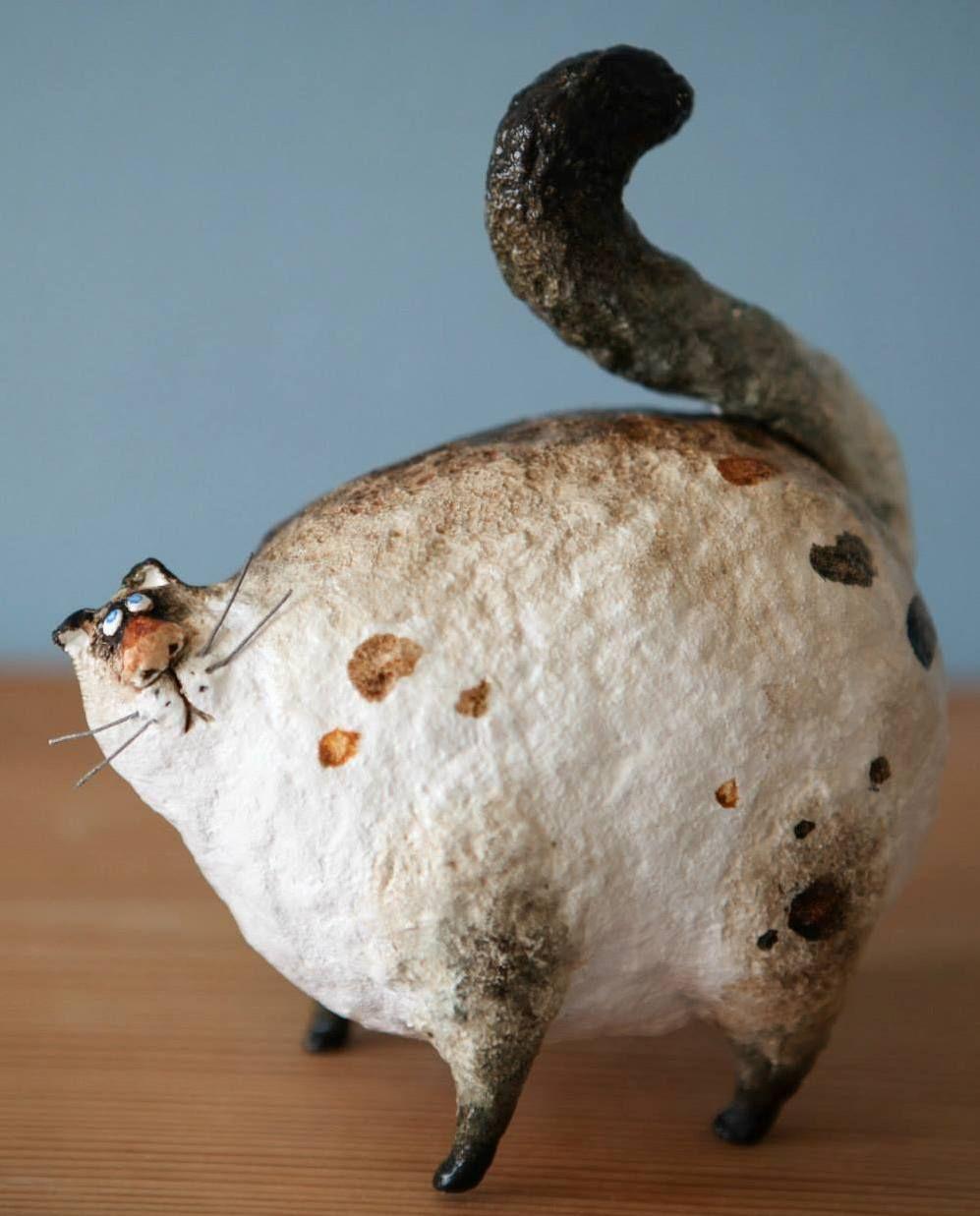 So cute ! KATYA Fairy tales 11 cm, papier mache, modelling clay https://www.facebook.com/129125573789241/photos/a.132708956764236.10621.129125573789241/132713196763812/?type=3&theater