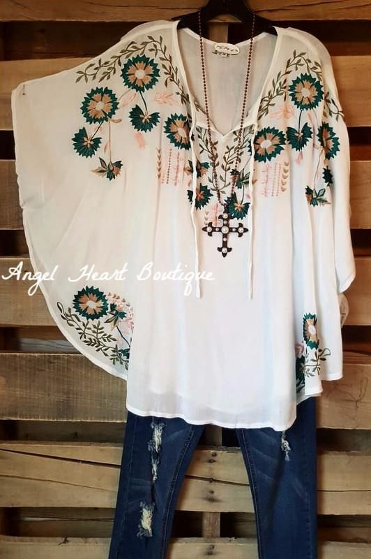 Pin By Madalena Ladeira On Oh That S Mine Trendy Plus Size Fashion Plus Size Clothing Stores Plus Size Boutique Dresses