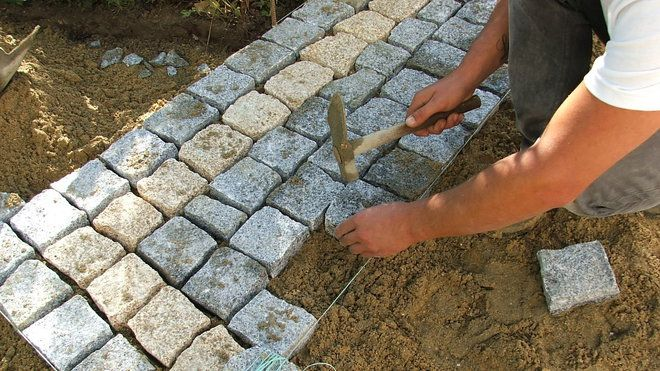 Pose de pavés en granit sur une terrasse Jardín - Allee De Jardin En Pave