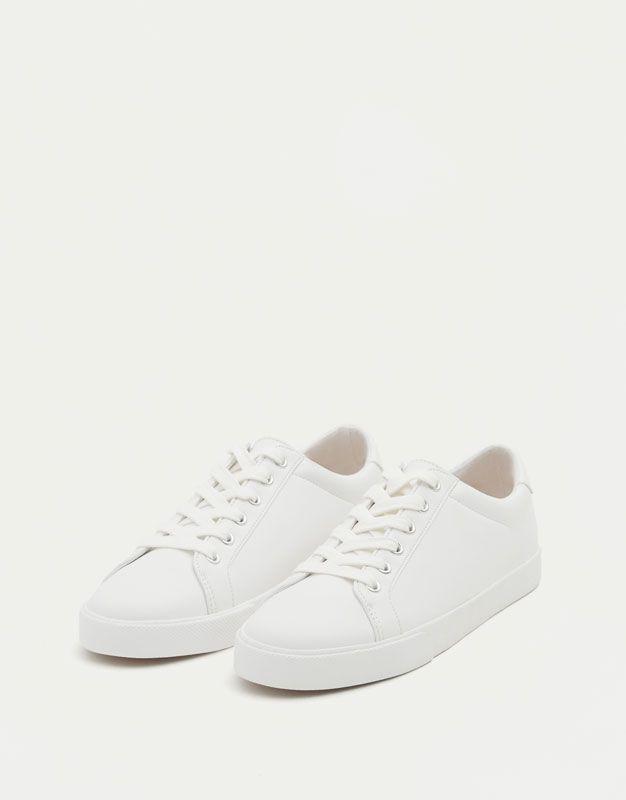 b4a06e506ee Bamba básica blanca - Ver todo - Zapatos - Mujer - PULL BEAR Costa Rica