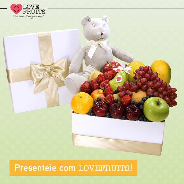 #DoceNuage Belo presente para tornar inesquecível um momento emocionante. O toque especial fica por conta do lindo ursinho bege!   Ganhar flores é maravilhoso. Ganhar LOVEFRUITS é maravilhoso e delicioso! SURPREENDA! http://www.lovefruits.com.br/