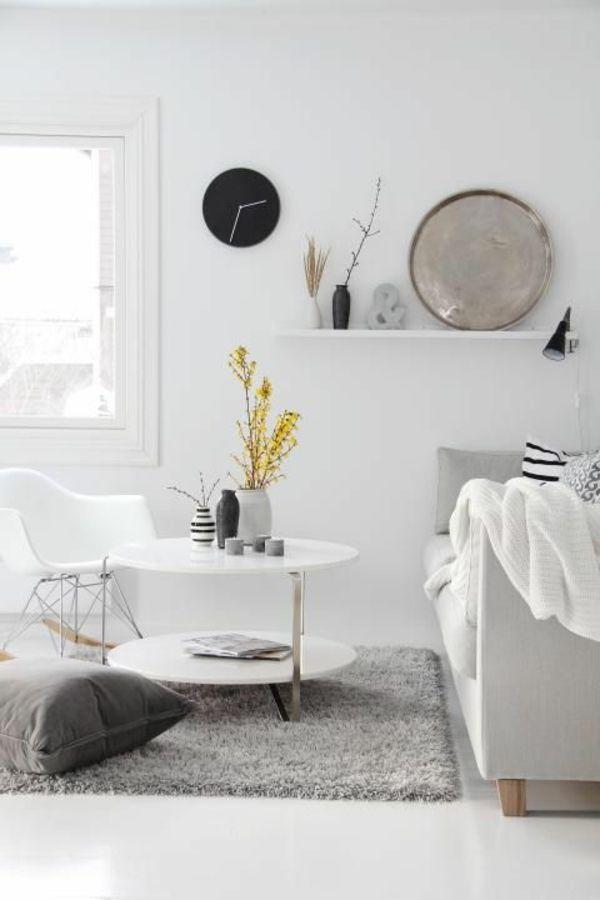 weicher teppich dekokissen weiße einrichtung regal dekoartikel - regale für wohnzimmer
