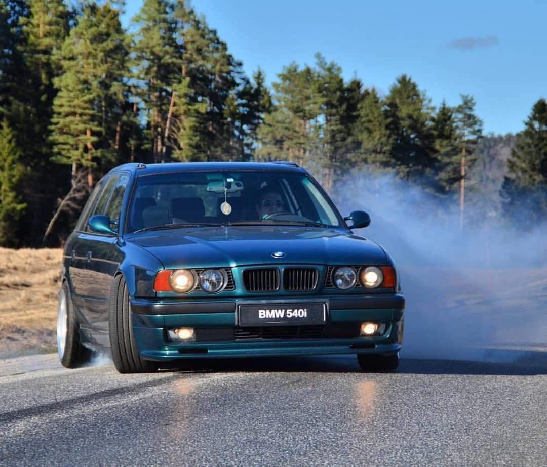 E34 540i Sport Touring Avtomobili